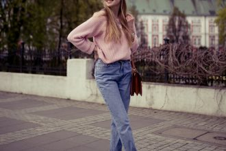 mom jeans, denim, smile, jeans, 90's, baby pink, pink sweater