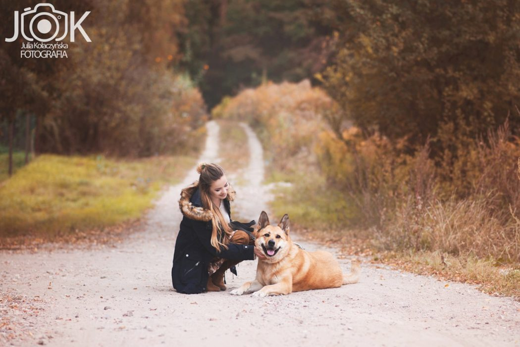 Short floral skirt and photos with a dog • Juliette in Wonderland